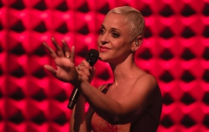 Mariza in her splendor sings Fado