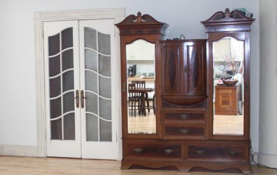 Armoire - white door