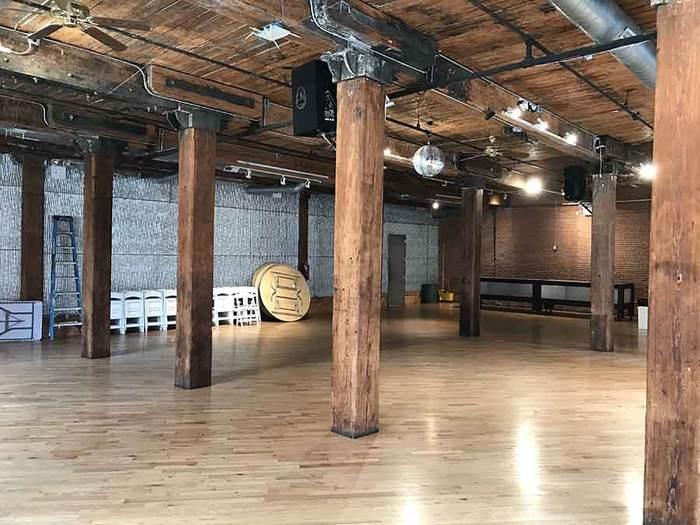 interior - columns/ceiling