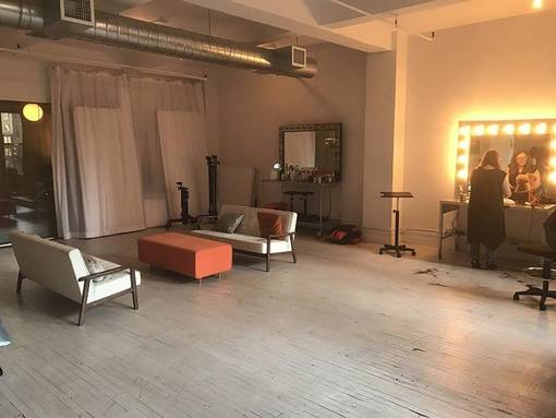 Makeup area - spacious - 2 sofas, chairs