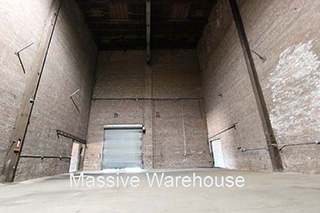 Massive Warehouse Interior no columns Brooklyn 320