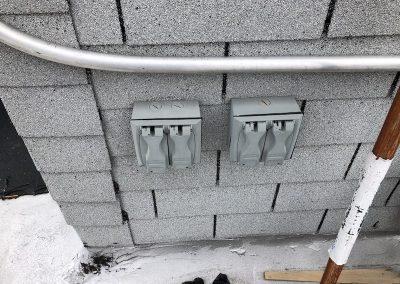 Wall - power circuits - grey brick wall