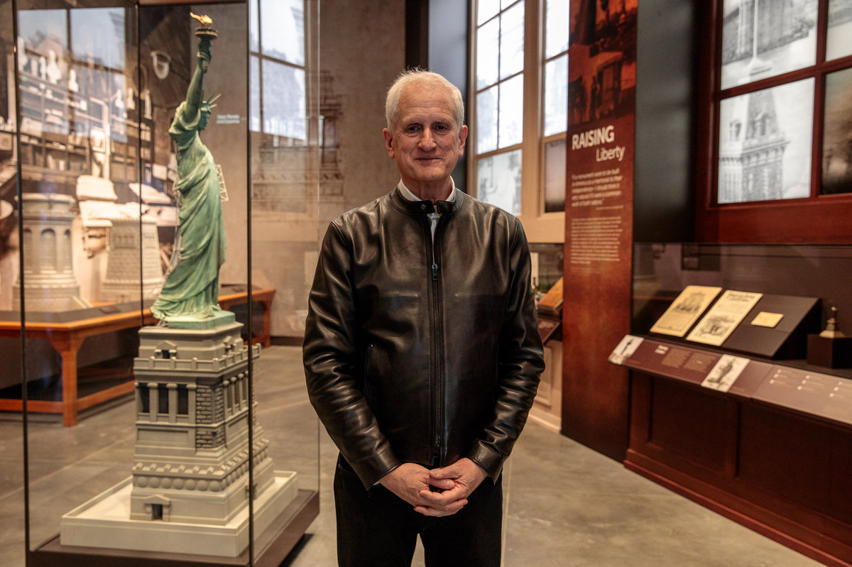 AMC Teleprompts: Oprah Awarded at the Statue of Liberty Museum Opening! 2