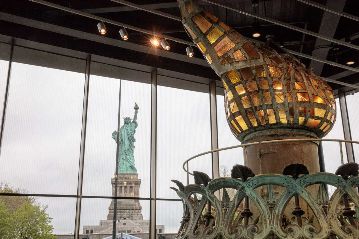 AMC Teleprompts: Oprah Awarded at the Statue of Liberty Museum Opening! 1