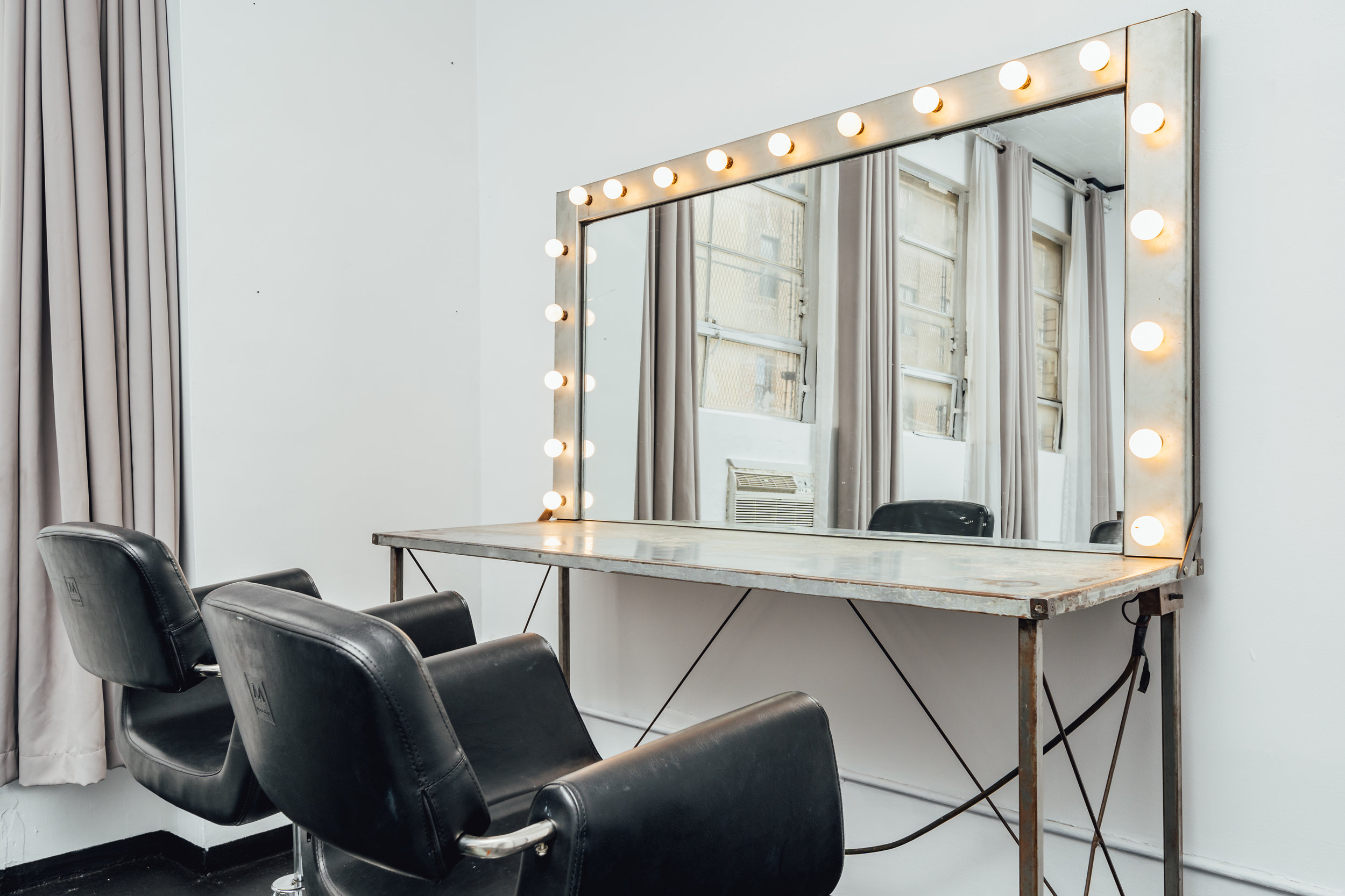 Cozy sound isolated green rooms - Hair and Makeup Stations