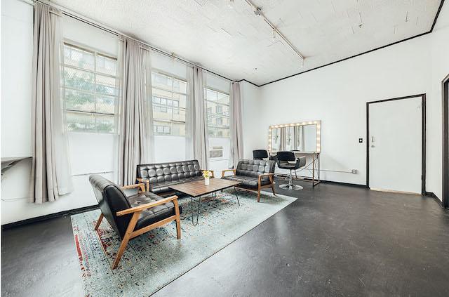 Green Screen Studio | White Cyc Brooklyn 212-219-1075 17