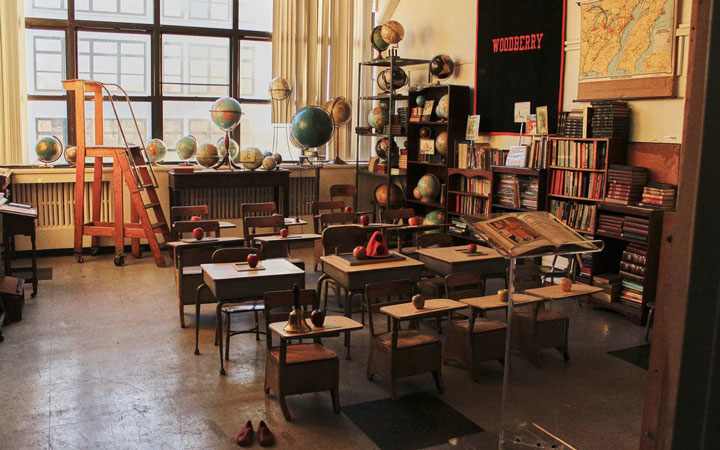Long Island City Studios School room Standing Set