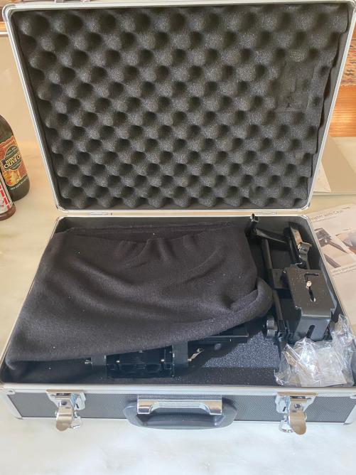 Zoom teleprompter in metal case